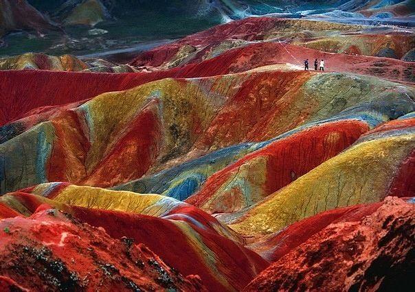 ATT0002De que color son las montañas