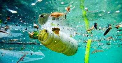 plasticos flotando